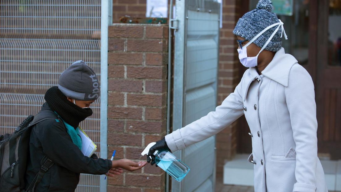 Sudáfrica prepara tumbas para enterrar 1,5 millones de potenciales víctimas del covid-19 (VIDEO)