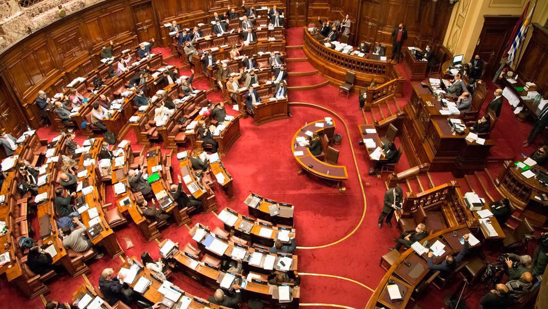 El Senado de Uruguay aprueba la Ley de Urgente Consideración impulsada por Lacalle Pou: ¿por qué es polémica?