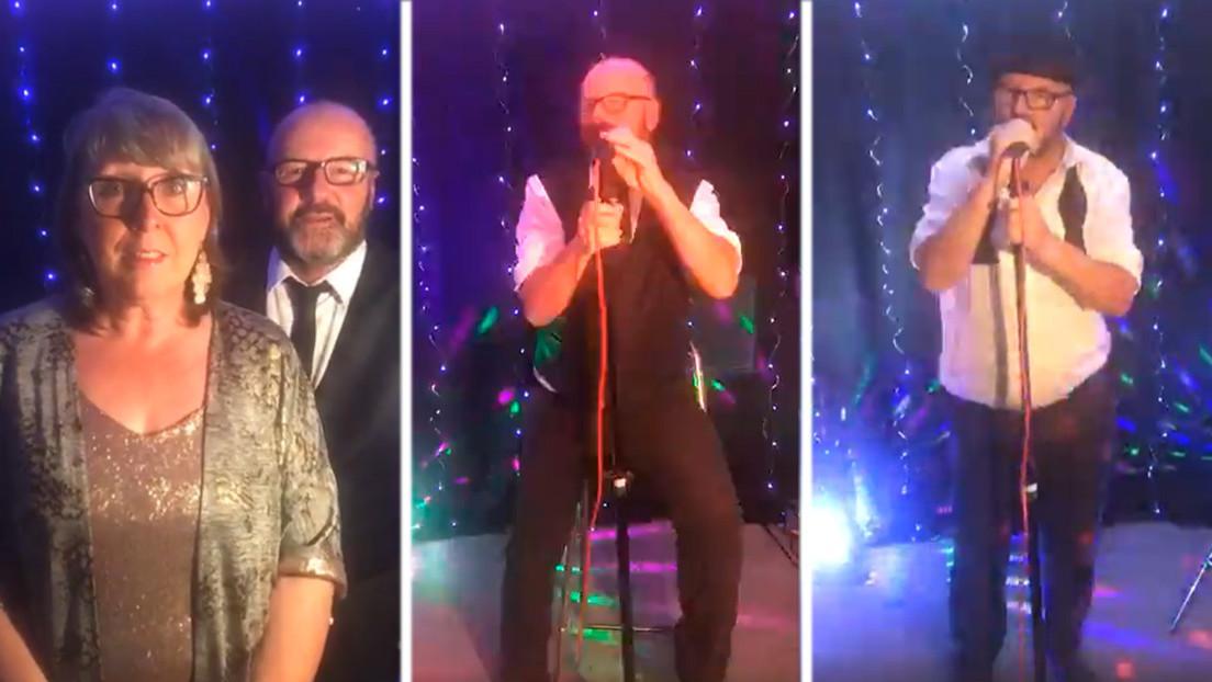 Un británico sufre ataque cardíaco durante un concierto virtual, pero continúa cantando