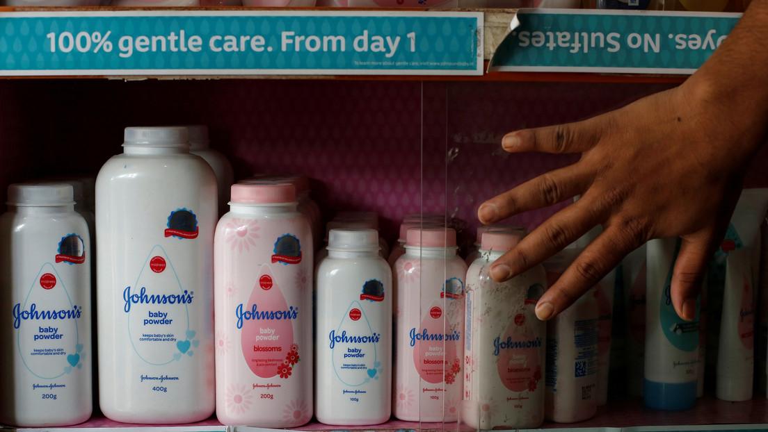 Varios grupos instan a Johnson & Johnson que detenga la venta de talco para bebés en todo el mundo