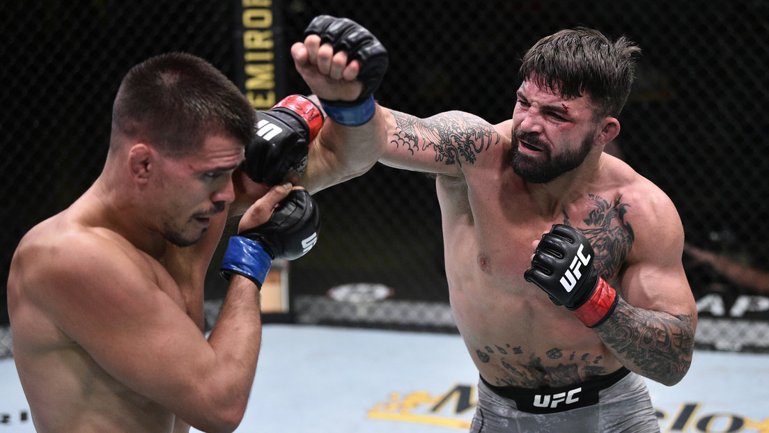VIDEO: El luchador de UFC Mike Perry noquea a un hombre mayor en un restaurante