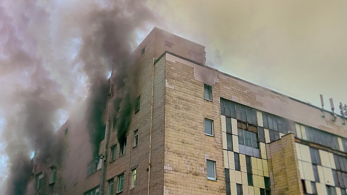 Atrapó en el aire a un niño de tres años que cayó desde un balcón de un departamento en llamas — Escalofriante video