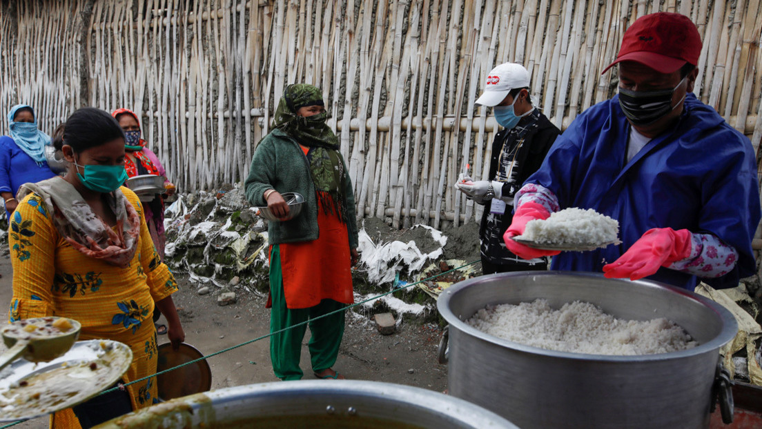 """""""Hasta 12.000 personas al día podrían morir de hambre"""": Oxfam advierte sobre los impactos sociales de la pandemia"""