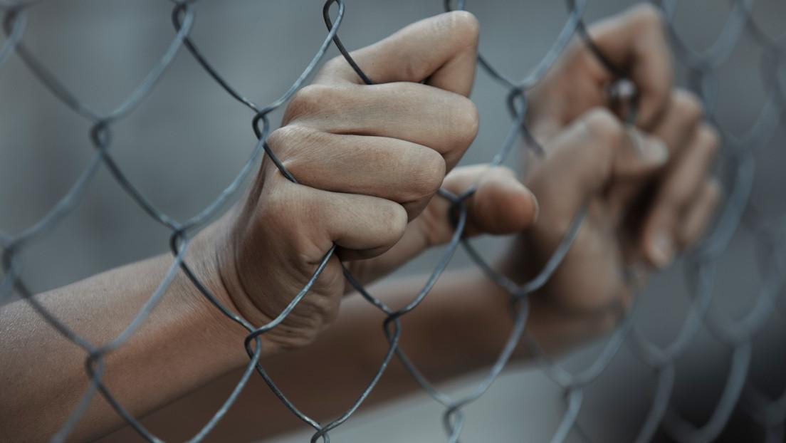 """""""Bates de béisbol en salas de interrogatorios"""": Activista español denuncia torturas y prácticas policiales abusivas en España y en la UE"""