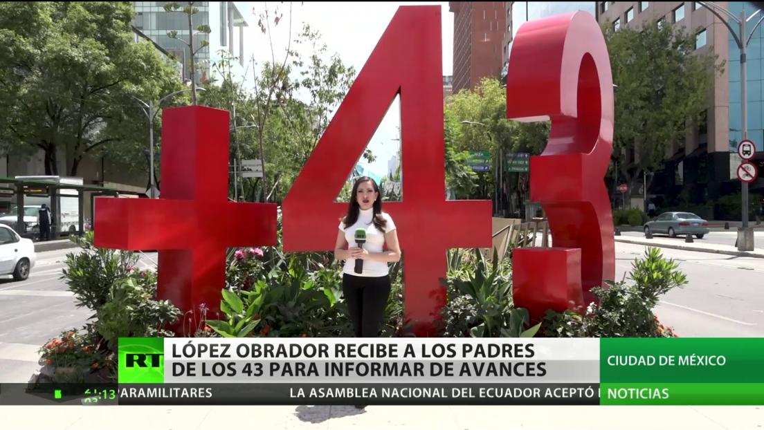 López Obrador se reúne con los padres de los 43 estudiantes de Ayotzinapa para darles detalles de la investigación