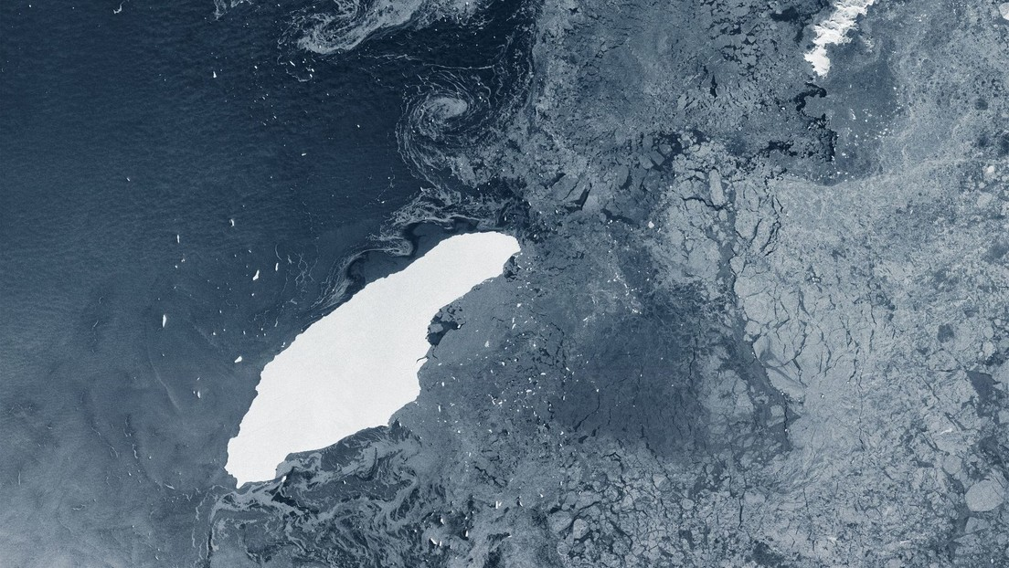 Un satélite capta el recorrido de un enorme iceberg que se separó de una plataforma de hielo en la Antártida