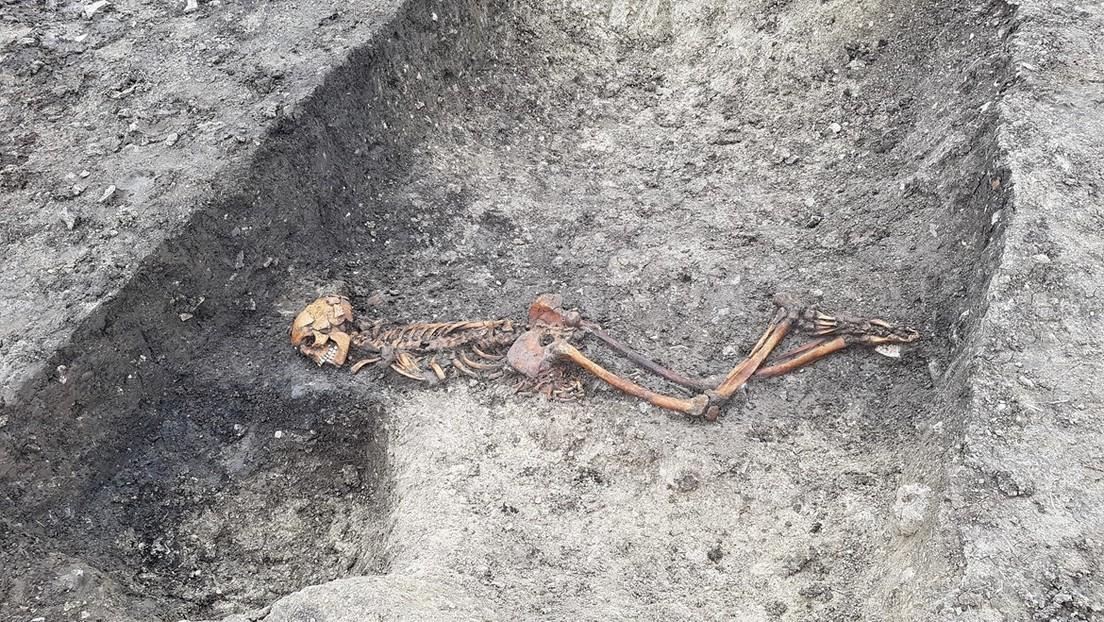 Hallan en Reino Unido los restos de un hombre asesinado y enterrado con las manos atadas en la Edad del Hierro