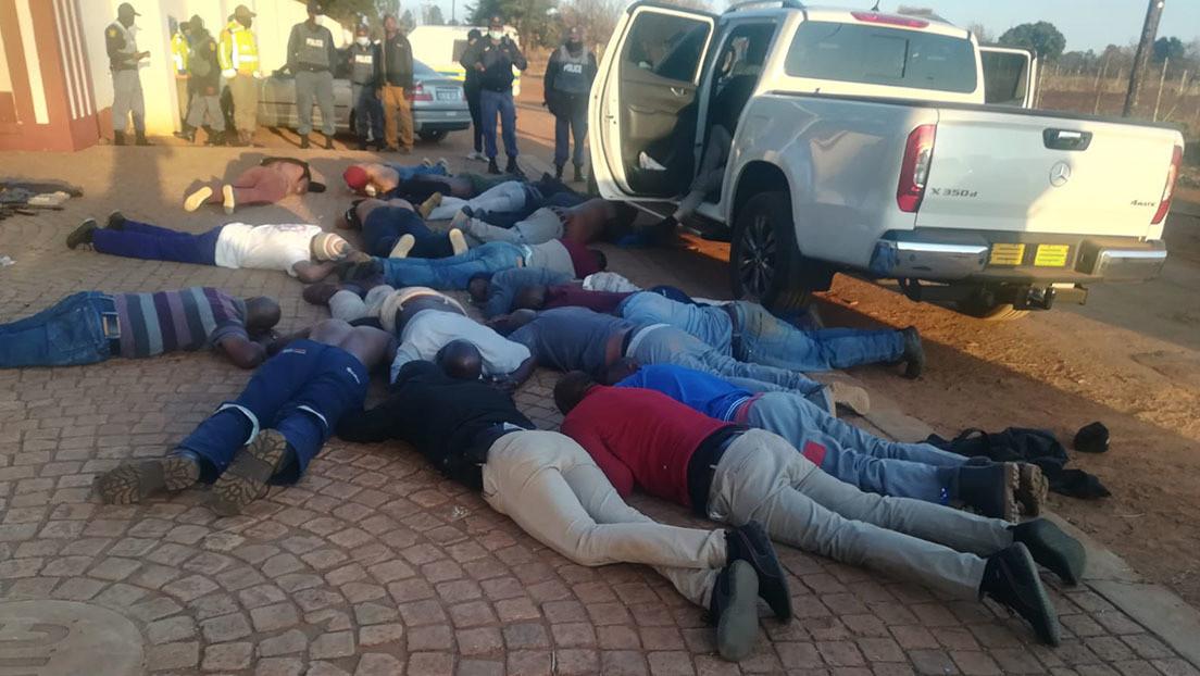 Al menos 5 muertos y 30 arrestados tras el ataque de un grupo armado en una iglesia en Sudáfrica (FOTOS, VIDEOS)