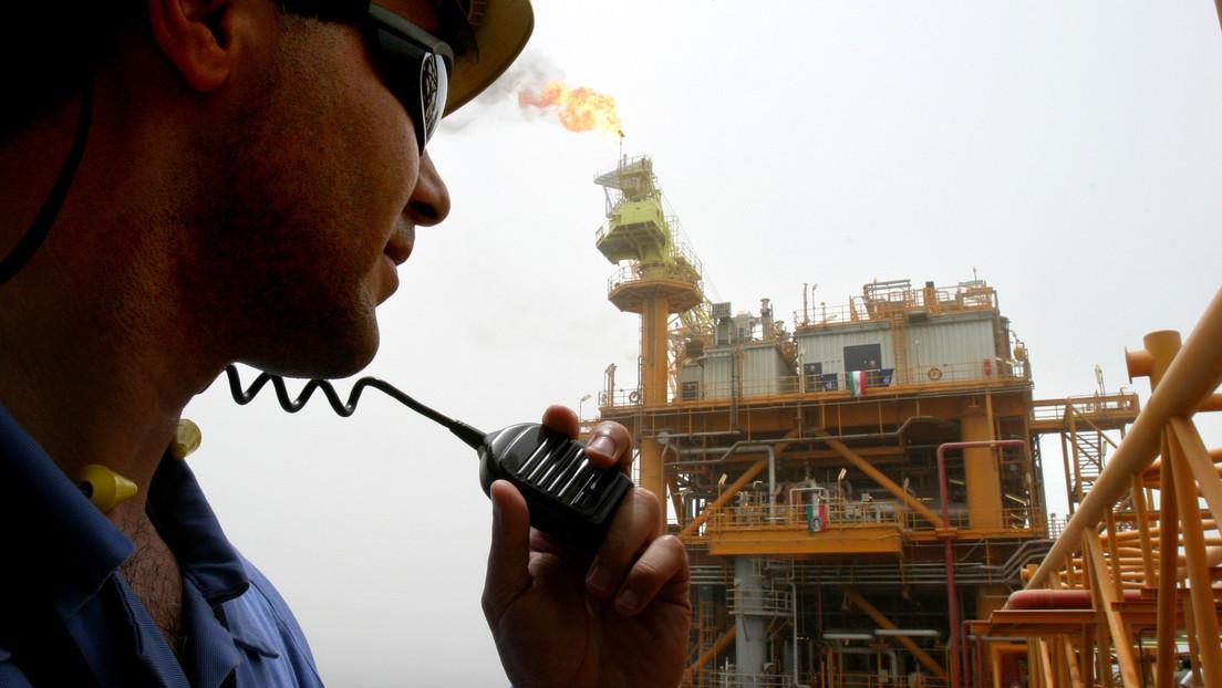 """""""No nos rendiremos"""": Irán promete producir más petróleo a pesar de las sanciones de EE.UU."""