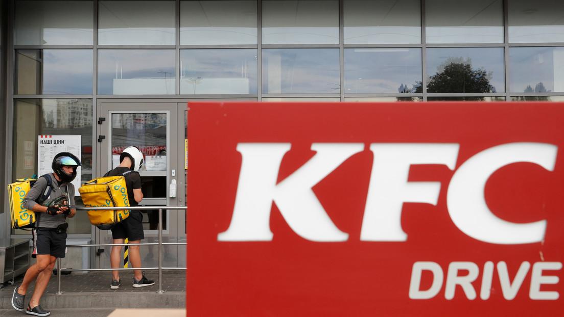 Piden comida para 20 personas a un KFC y acaban pagando 18.000 dólares de multa por violar el confinamiento