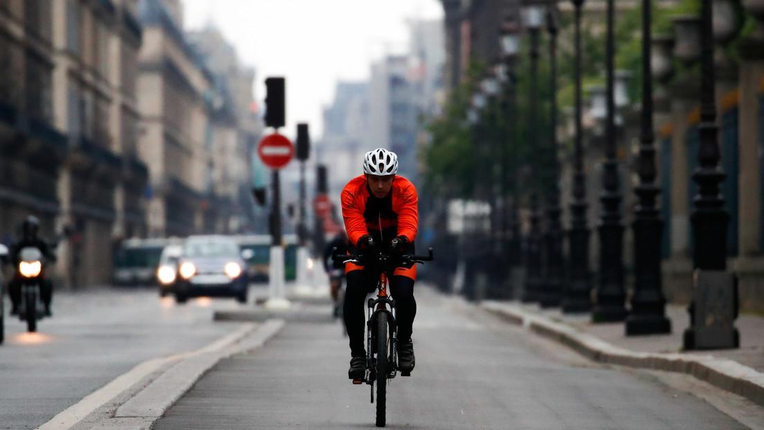 Un joven viaja cerca de 3.500 km en bicicleta para reunirse con su familia tras quedarse sin vuelos a causa del coronavirus