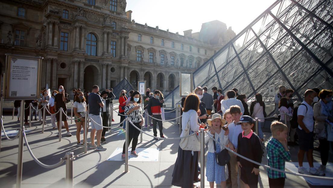 Francia ordena llevar mascarilla en lugares públicos