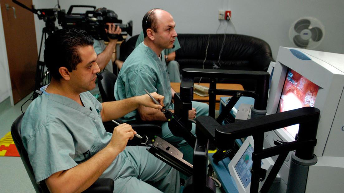 Médicos italianos realizan una microcirugía láser desde 15 kilómetros de distancia con tecnología robótica y 5G