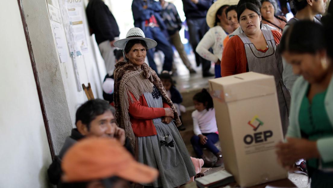 La derecha presiona para postergar las presidenciales en Bolivia mientras el candidato del Movimiento al Socialismo lidera las encuestas