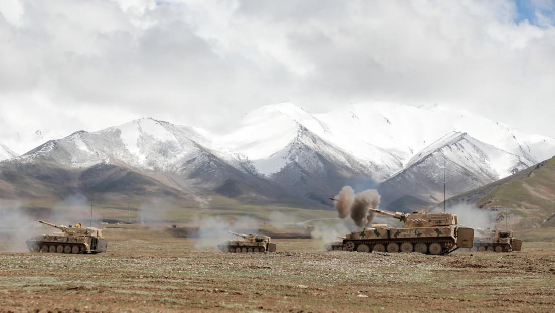 FOTOS: El Ejército chino realiza ejercicios a gran escala en una región despoblada