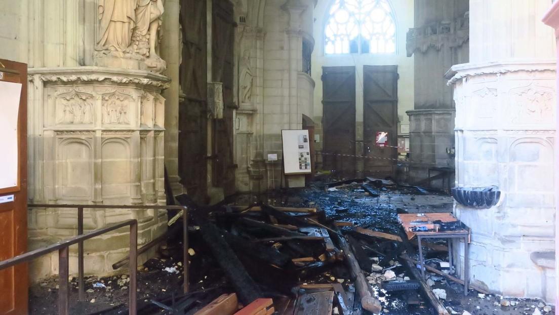 FOTOS: Publican varias imágenes del interior de la histórica catedral de Nantes parcialmente destruido por el fuego