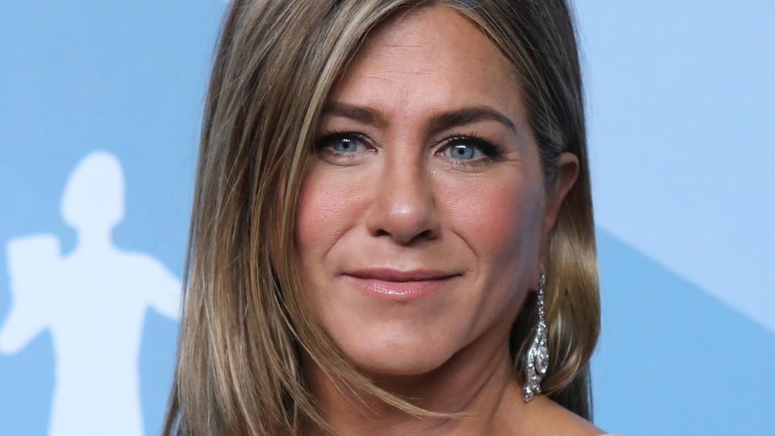 """Esto es covid. Esto es real"": Jennifer Aniston comparte la foto de un amigo hospitalizado e insta a usar mascarillas thumbnail"