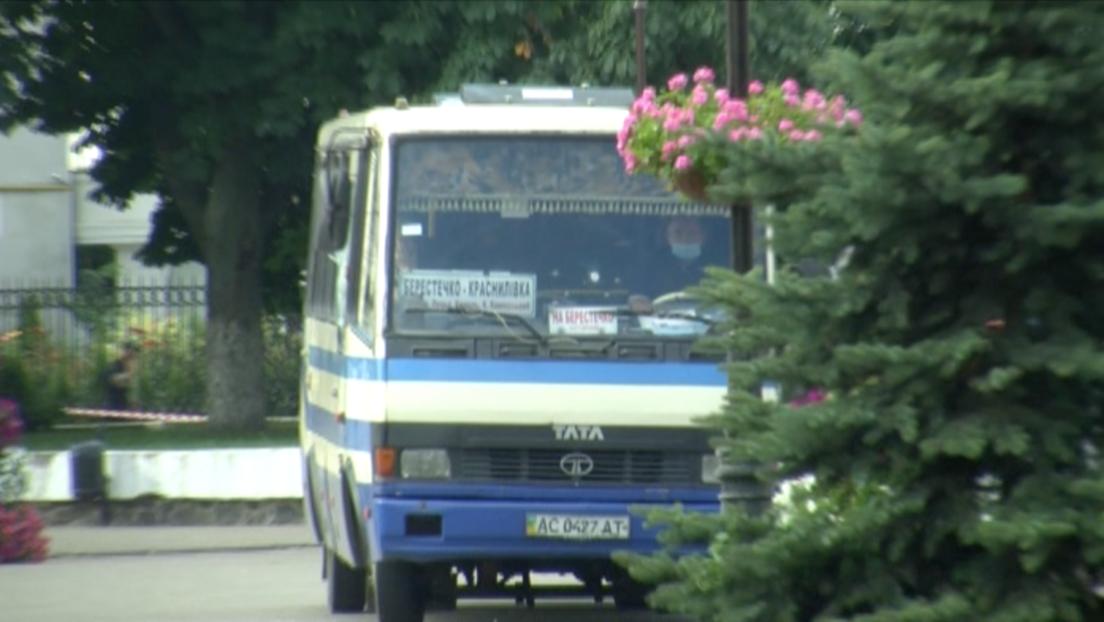 Un hombre con explosivos secuestró en Ucrania un autobús con 20 personas