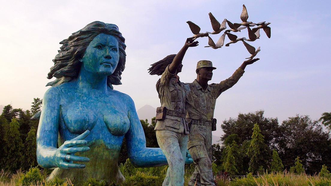 """Bukele contra la muñeca azul: La anunciada demolición de un """"monumento horrible"""" que levanta hurras y antipatías en El Salvador"""