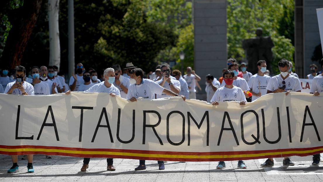 El sector del toro español pide la dimisión de la ministra de Trabajo por falta de ayudas thumbnail