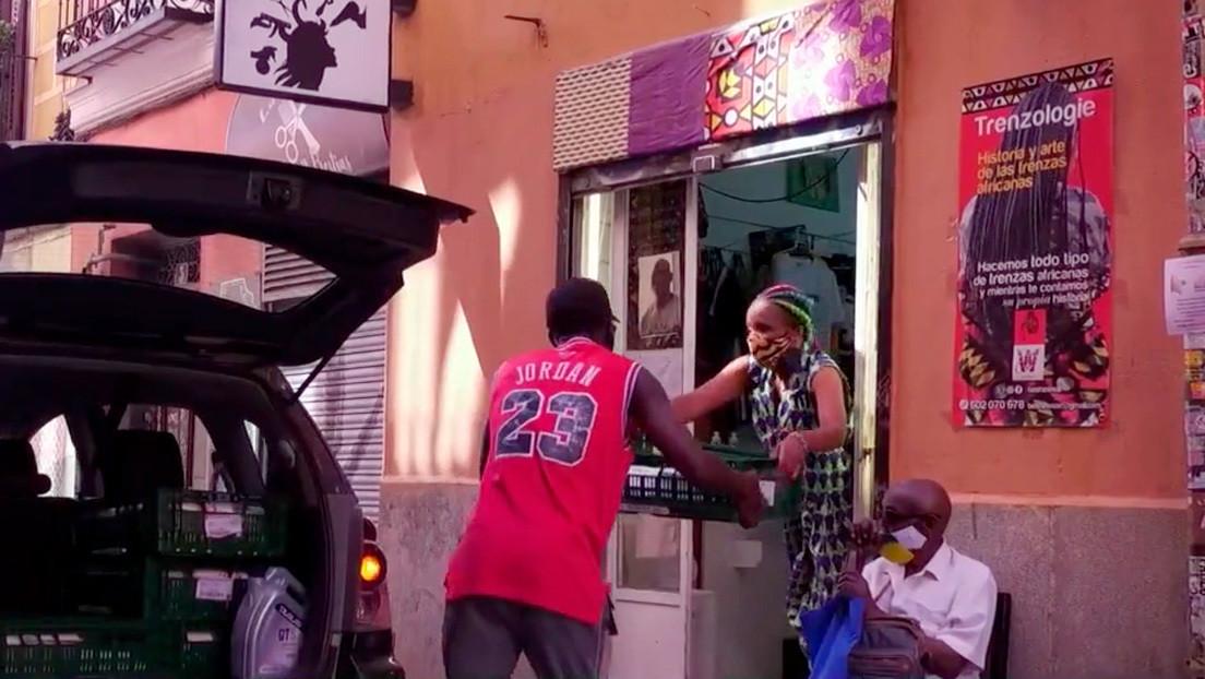 Solidaridad en tiempos de pandemia: una tienda africana ayuda a los necesitados en el centro de Madrid