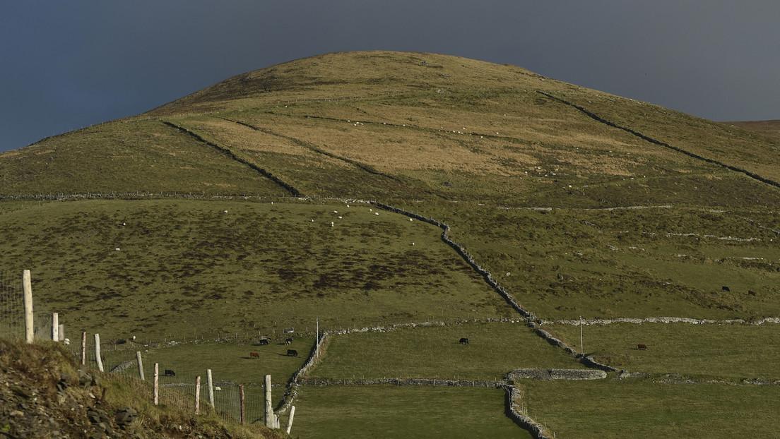 """Por 'detección remota' descubren bajo tierra """"templos masivos"""" de la Edad del Hierro en Irlanda del Norte"""