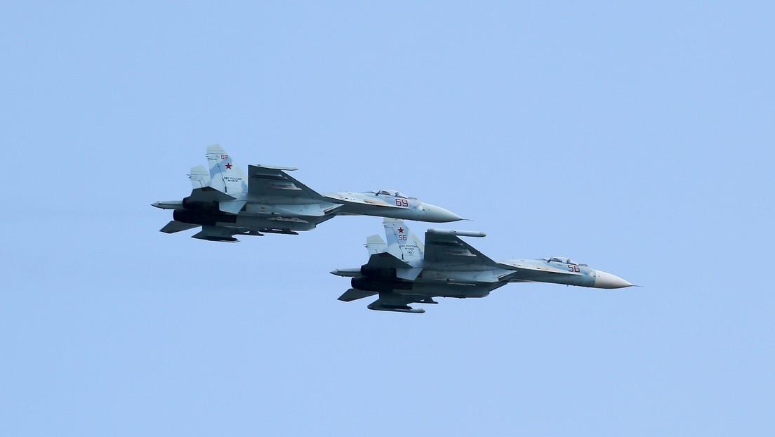 Un caza ruso Su-27 intercepta un avión espía de EE.UU. sobre el mar Negro