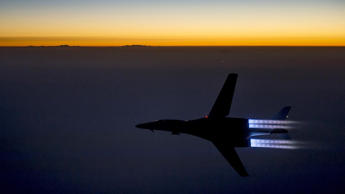 """Teherán califica de """"acto de terrorismo"""" la aproximación de dos cazas de EE.UU. a un avión de pasajeros iraní en Siria"""