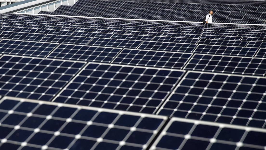 La producción de electricidad con energías renovables supera la generada por combustibles fósiles por primera vez en la UE