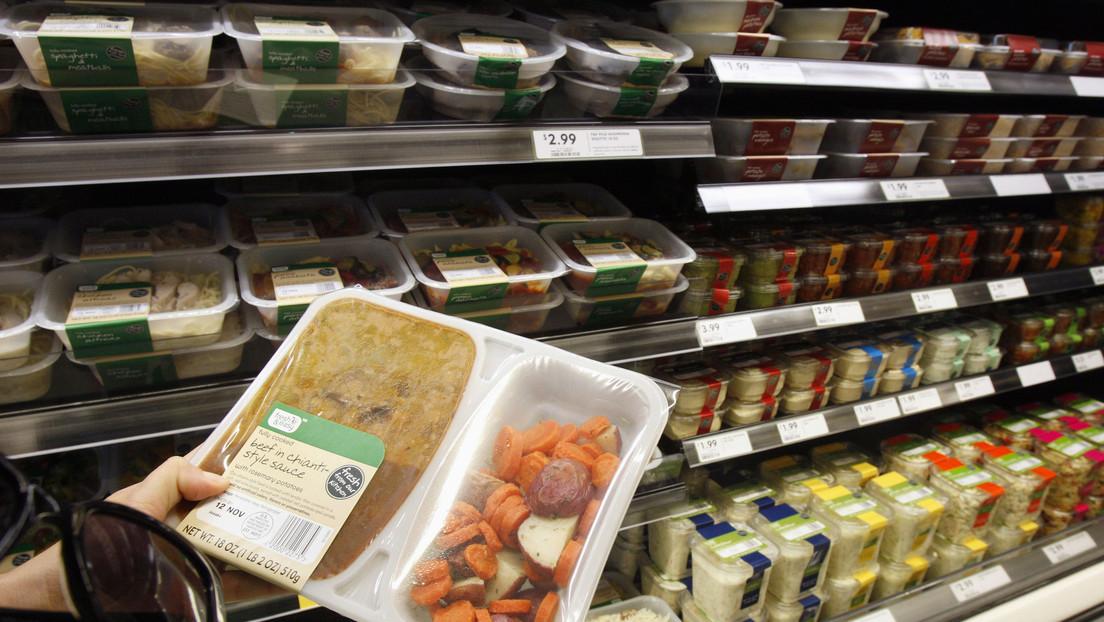 """""""Vomité durante 12 horas"""": Una mujer descubre un ratón muerto en su comida de supermercado"""