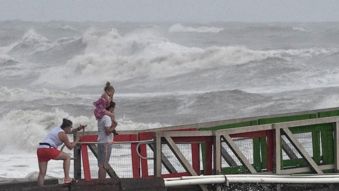 El huracán Hanna toca tierra en Texas como una tormenta de categoría 1
