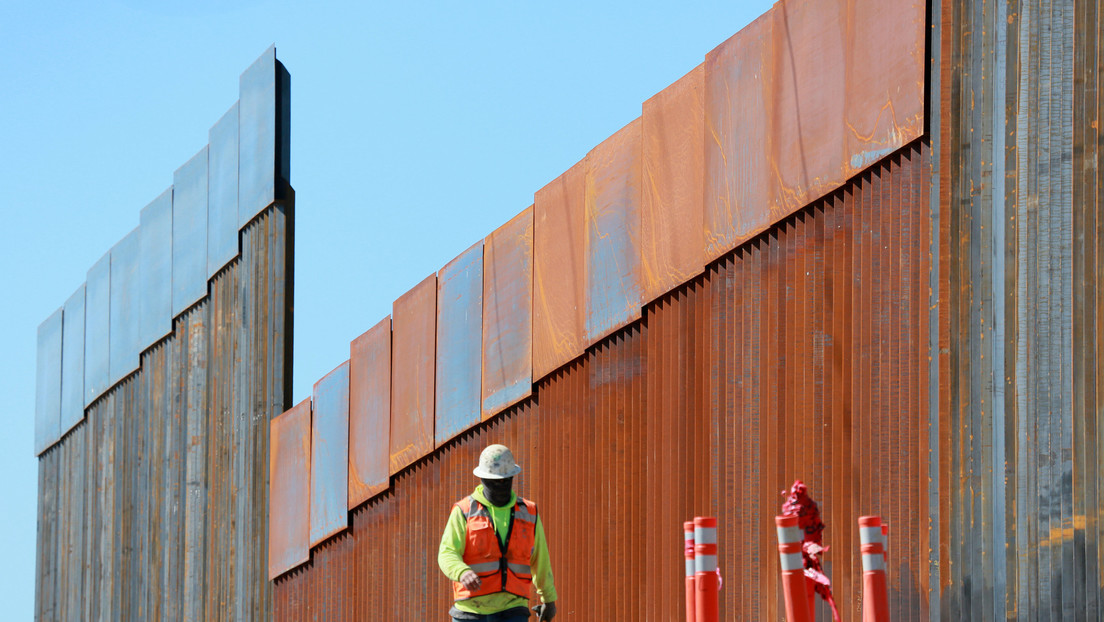Imágenes virales supuestamente muestran el colapso parcial del muro fronterizo de Trump por el paso del huracán Hanna