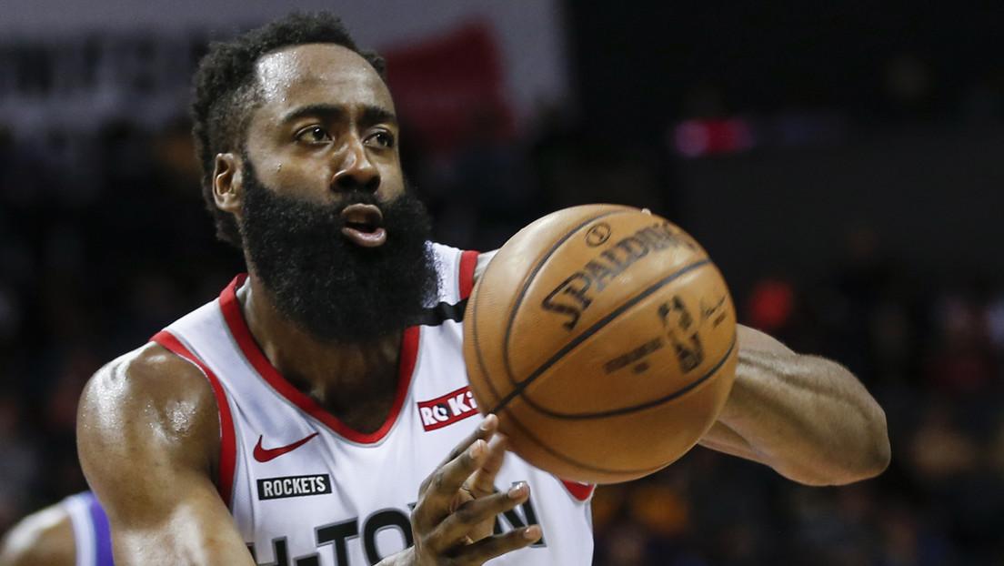 FOTO: El basquetbolista con la barba más larga de la NBA 'presenta' una inusual mascarilla y desata bromas en las redes