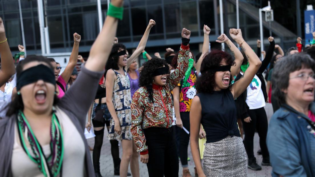 """""""Estamos formando a los médicos integrales en materia de género"""": Cómo enfrenta Venezuela la 'pandemia' de la violencia contra la mujer"""