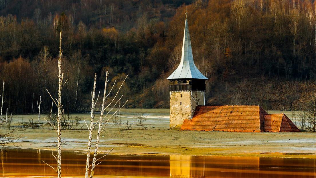 VIDEO: Así luce una aldea inundada por un lago de residuos tóxicos procedentes de la minería