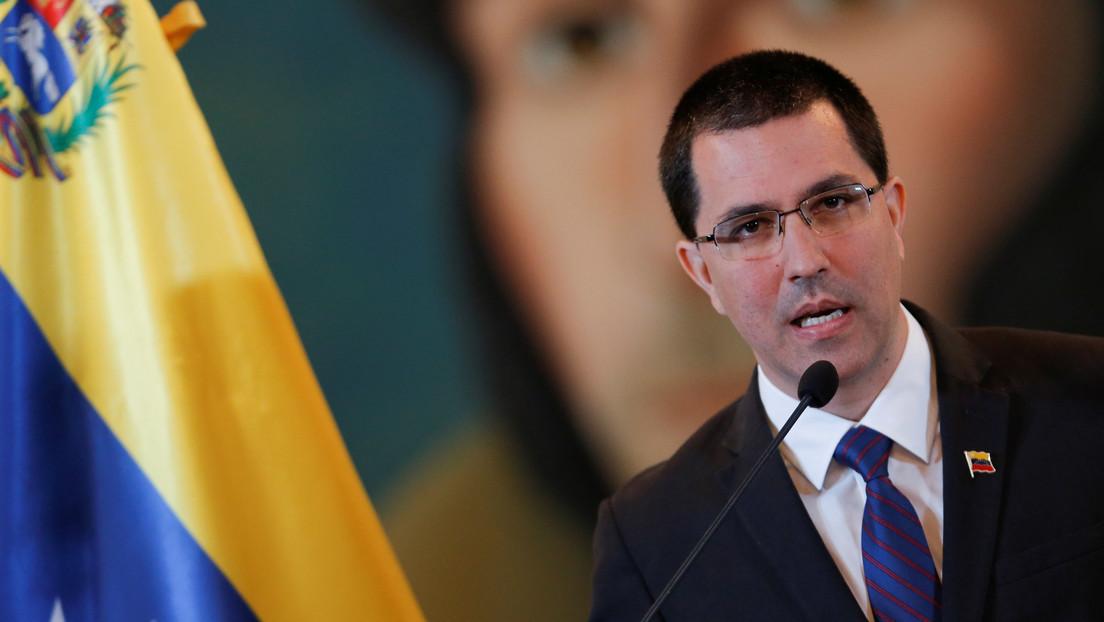 """Canciller de Venezuela rechaza """"doble estándar"""" de EE.UU. al imponer sanciones a dos exfuncionarios venezolanos"""
