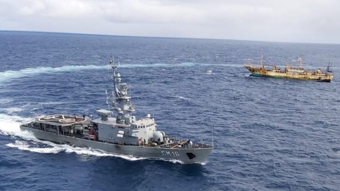 """Ecuador emprende acciones a nivel internacional, mientras su Armada está """"en alerta"""" por presencia de unos 260 pesqueros cerca de las islas Galápagos"""