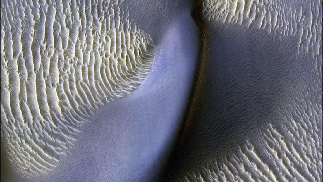 Detectan que las gigantes olas de arena en Marte están en movimiento