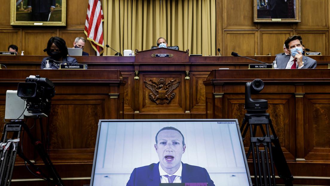 """Acusan de """"monopolio"""" a Zuckerberg tras mostrarle correos internos donde dice que Facebook """"siempre podría comprar cualquier 'startup' competitiva"""""""