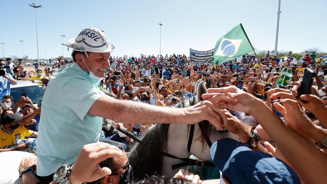 Bolsonaro se quita la mascarilla en su primer evento público tras superar el coronavirus