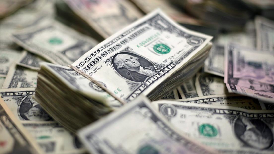 """El economista Peter Schiff pone fecha al colapso del dólar que """"derrumbará la economía de castillo de naipes"""""""