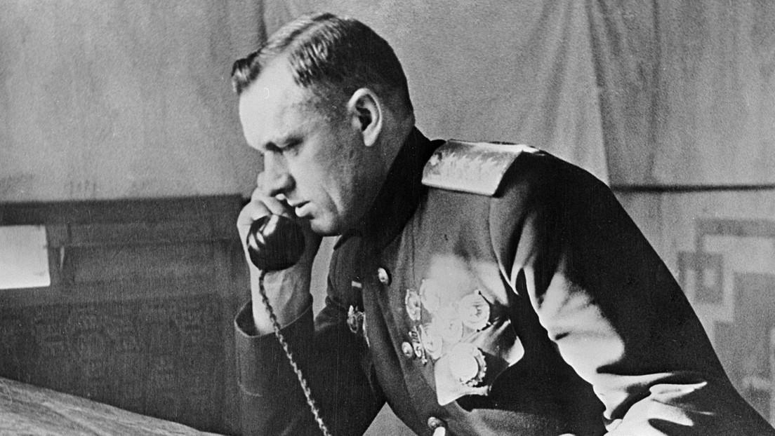 Roban y decapitan la estatua del mariscal soviético Rokossovski en Polonia