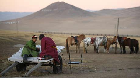 Aparece un brote de peste bubónica en Mongolia por consumir carne de marmota cruda