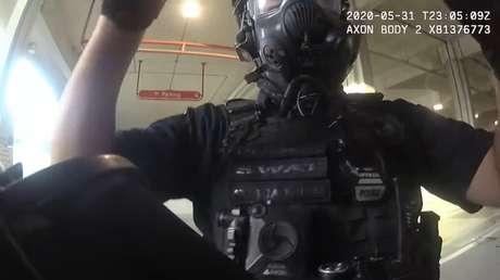 VIDEO: Policías se ríen tras disparar balas de goma contra manifestantes en Florida