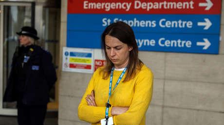 """""""No se trata solo de cifras"""": una mujer cuenta la angustia de perder a su esposo y su mejor amiga por el coronavirus"""