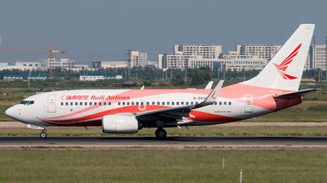 Un Boeing con 178 pasajeros pierde 3.000 metros de altitud en 3 minutos tras cubrirse de grietas el parabrisas de la cabina