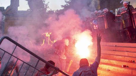 """Ministro de Defensa de Serbia: """"Las protestas son un intento de golpe con el objetivo de provocar una guerra civil"""""""