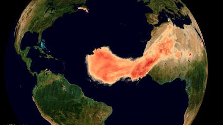 VIDEO: Captan cómo 'Godzilla', una de las mayores nubes de polvo del Sáhara registradas, se extiende a través del Atlántico