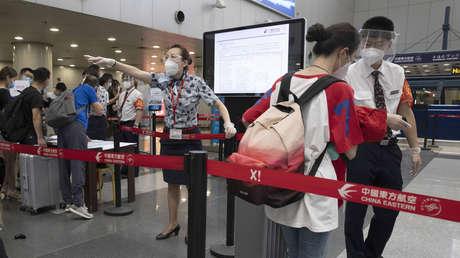 Una mujer regresa a China de EE.UU. y contagia con coronavirus a más de 70 personas tras usar el ascensor de su casa