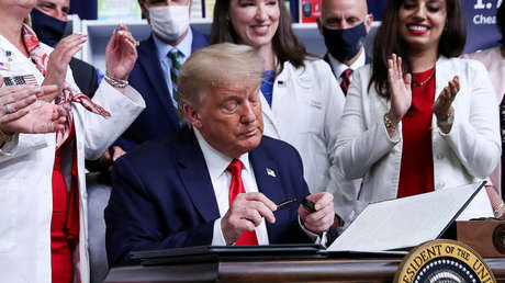 """Trump firma órdenes ejecutivas """"revolucionarias"""" para reducir los precios de los medicamentos"""